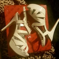 White Guess heels size 8 Vancouver, V5R 4H1