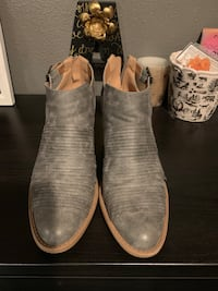 Grey ankle booties  Woodland, 98674