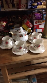 Christmas set Tea Pot &4 China Cups/Saucer  Edmonton, T5Y