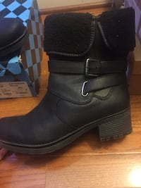Pair of black leather boots Gaithersburg, 20877