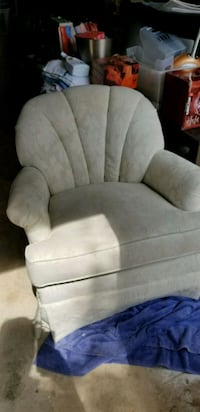White swivel chair Chantilly