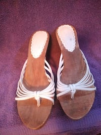 White & wood sandal Hagerstown