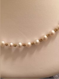 Vintage natural pearl necklace and matching  bracelet.