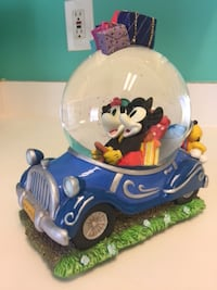 Disney Mickey and Minnie in car snow globe Chantilly