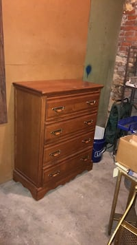 Oak chest of drawers  St. Louis, 63104