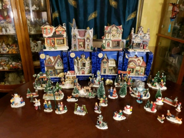 Village Christmas Tree Stand.55 Pc Christmas Village W 8 Lrg Lighted Porcelain