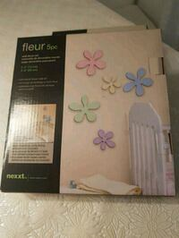 NEW, Wall decor set 5 pc wooden  flowers London, N6C 4W2