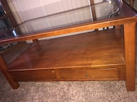 Very nice coffee table small chip in corner (see last picture) 50$ OBO Central Point, 97502