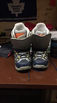 pair of gray-and-black Nike basketball shoes 536 km
