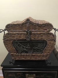 Brown wicker basket with lid Markham, L6E 1C4