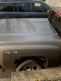 Leer Lid off of 2012 Silverado Louisville, 40299