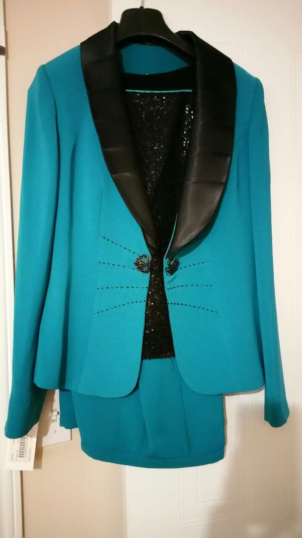 75bbb2b9669c65 Used Green to blue jacket and pants and tank top for sale in Kitchener