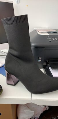 unpaired black suede chunky heel boot 47 km