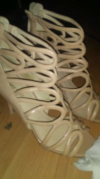 Nine West Beige shoes Calgary, T2T 3A4