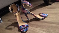 White and blue floral open-toe ankle strap heels Orillia, L3V 4N5