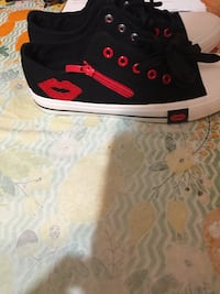 Low quarter tennis black n red cool. Size 8.5 Corpus Christi, 78411