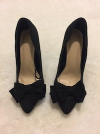 Black suede pumps size 7.5 (never worn) Toronto, M1P 5C4