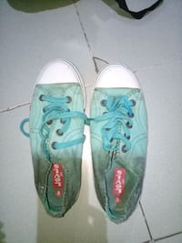 pair of teal-and-white low top sneakers New Delhi, 110076