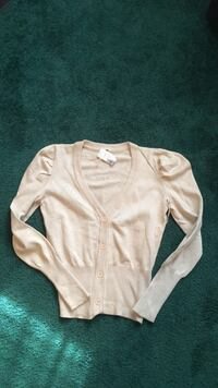 New cream colored large sweater Hagerstown, 21742