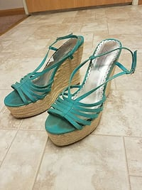Size 10 woman's teal wedge heel.