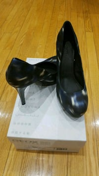 pair of heeled shoes size 9 Toronto, M2M 1E4