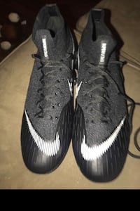 Size 8 soccer cleats Acc National City, 91950