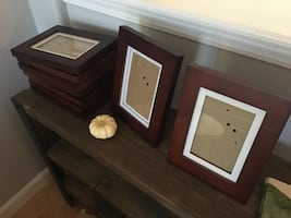 9 matching picture frames