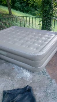 Air matress with el pump Knoxville, 37919