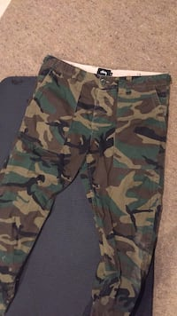 green, brown, and black camouflage cargo pants Germantown, 20874