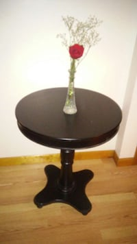 round black wooden pedestal table Coventry, 02816