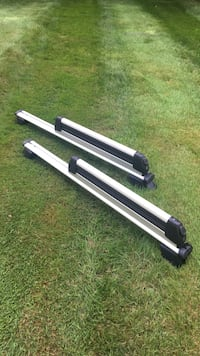 Ski and snowboard roof rack. Perfect condition