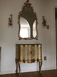 Beautiful wall table with mirror and wall sconses Dundas, L9H 3X2