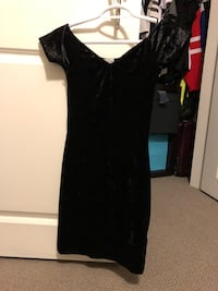 Women's black velvet scoop-neck dress Toronto, M4A