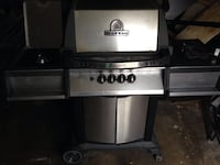 2 year old broil king Crown with side burner London