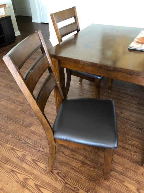 Beautiful wood kitchen table and chairs - Seats 6-8 3da71f29-d1a3-4397-b940-c00a45cc12e3