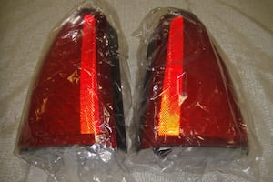 NEW 2000-2005 Cadillac Deville DHS DTS Left And Right Tail Lights Assembly Stop Light Priced Individually