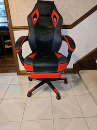 Gaming Chair with Footrest, black and red
