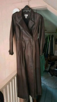 Ladies long leather trench coat size 12 Newport News, 23601