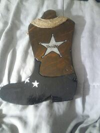 unpaired brown and black Sheriff boot decor Los Banos, 93635