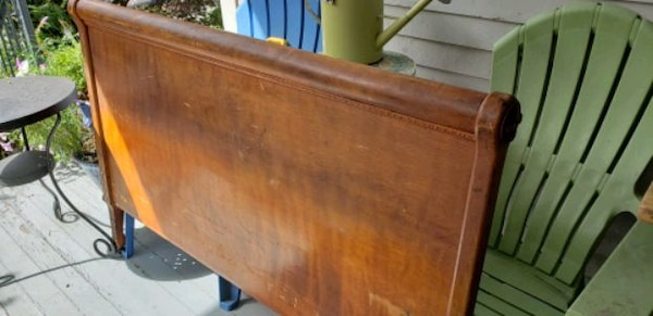 Antique bed frame- double/full 0b9fb005-7f96-4d31-a54c-94c742300161
