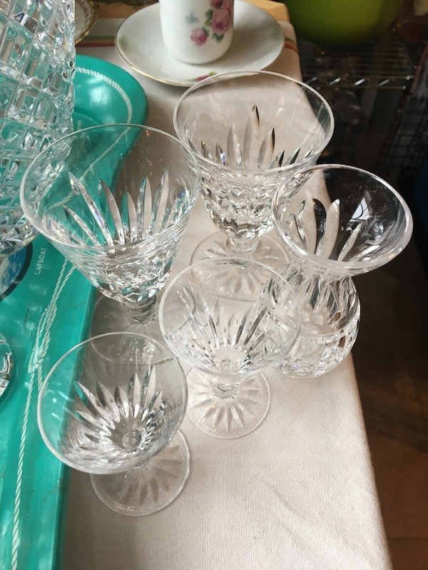 Used 4 Glasses 11lb 14 Vase 2 Candy Dishes With Scalped Edge 1