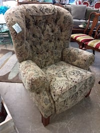 26552 La Z Boy Recliner Chair / Tufted Fabric with Pattern  60081