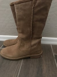 pair of brown suede boots Salinas, 93905