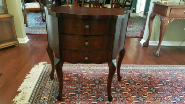 90fe9538871b7a Used Entryway Table by Bombay for sale in Woodstock - letgo