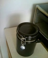 Ceramic canister with lock