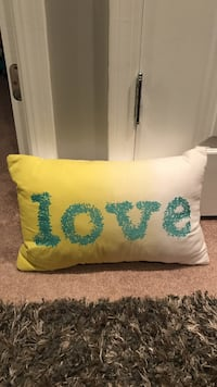 White throw pillow with love print Carpentersville, 60110