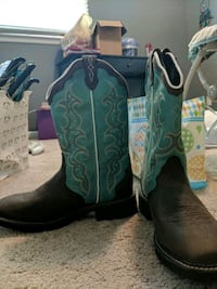 Justin gypsy Cowgirl boots/ never worn size 10 444 mi