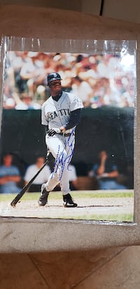 Signed 8x10 photo of Ken Griffey Jr. with COA! Freehold