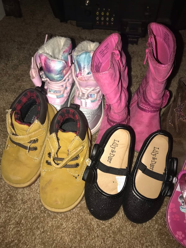 Girl shoes size 5/6  3