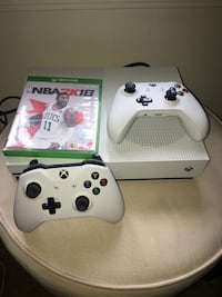 Xbox One S with two controllers and NBA 2K18 case Louisville, 40207